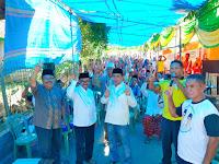 <b>Usai Jumatan Bersama, Lutfi-Feri Silaturahim dengan Ratusan Warga Kendo</b>