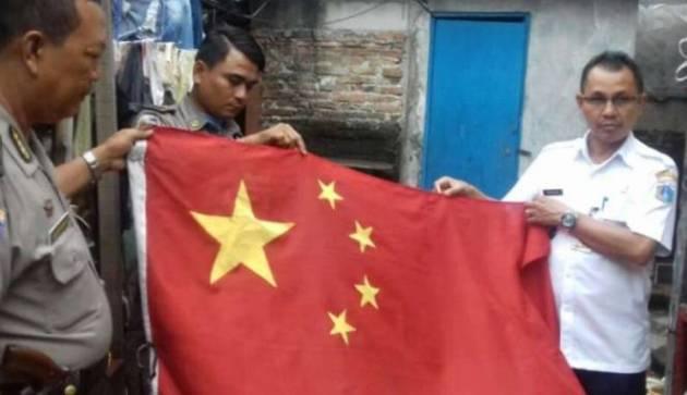 Heboh!! Bendera China Berkibar di Koja, Jakarta Utara