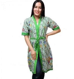 Contoh Baju wanita model cardigan batik lengan pendek