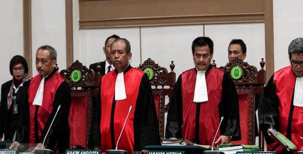 Pengertian Hakim dan Syarat-syarat Hakim