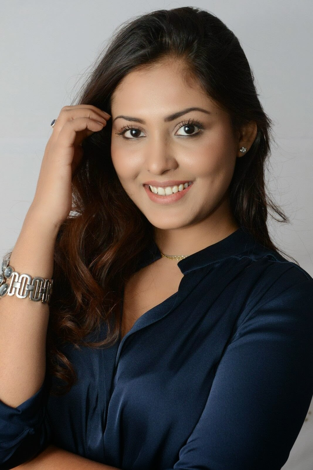 Gorgeous Madhu shalini photos in jeans