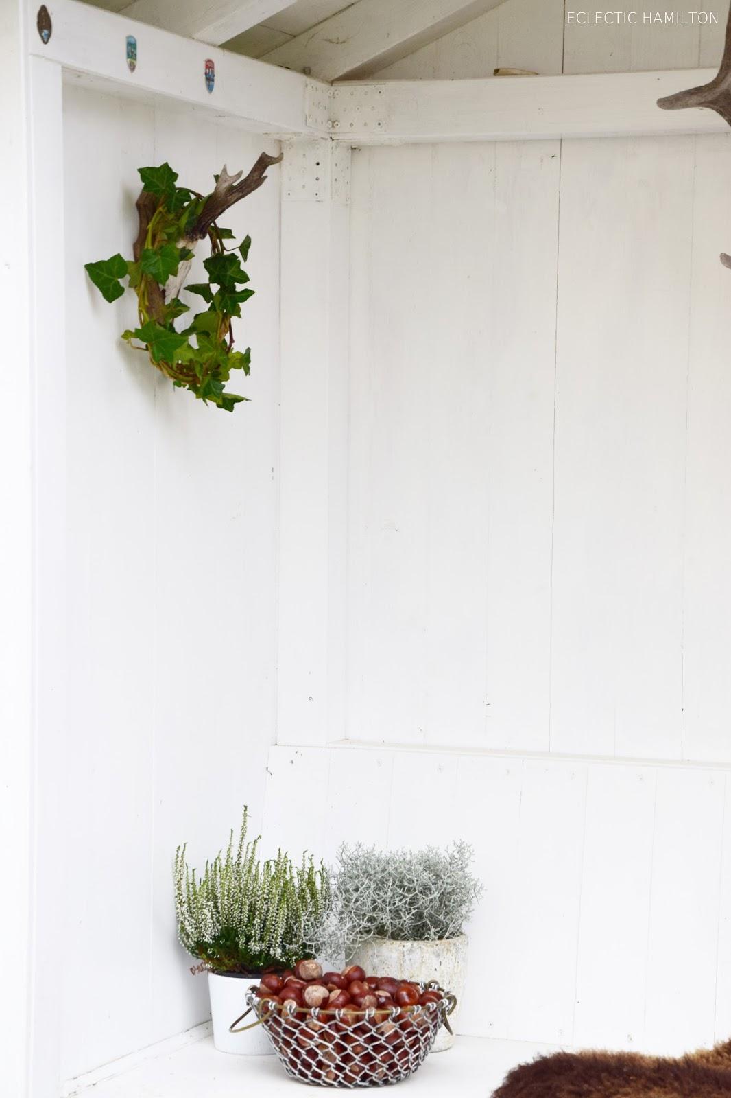 Dekoideen mit Efeu: schnell und einfach! Für Fenster, Laube und Haus. DIY, selbermachen, selbstgemacht, Efeukranz, Efeu, Naturdeko