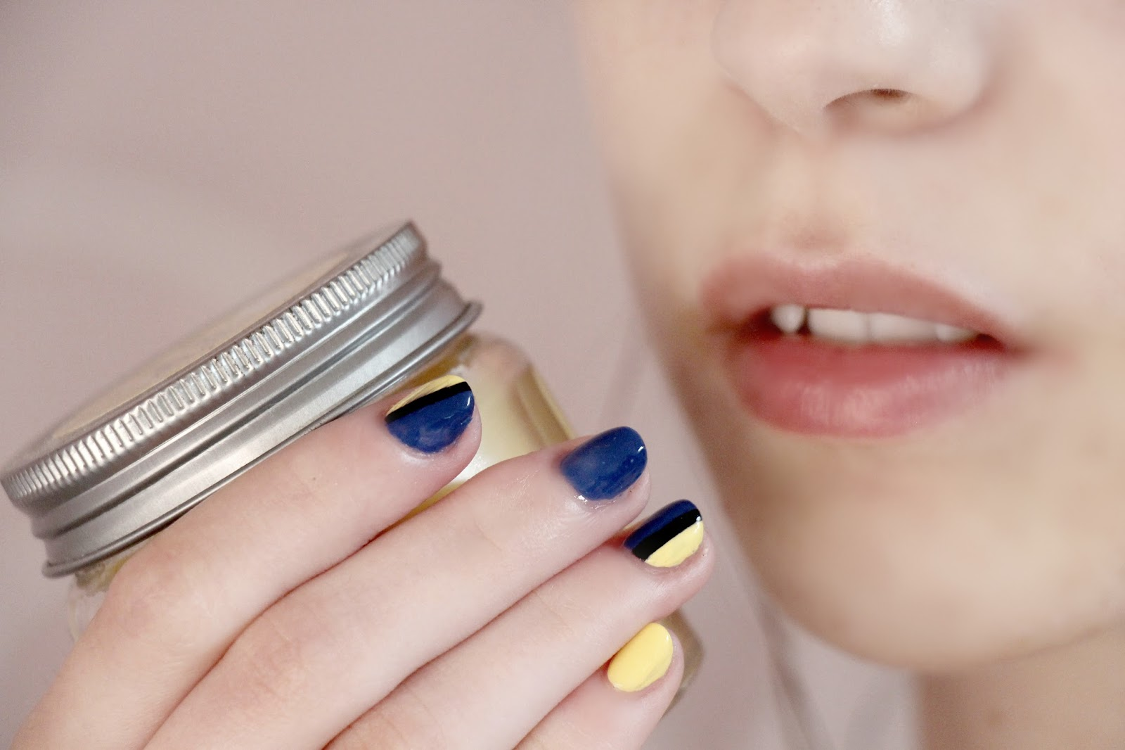 Dory nail art