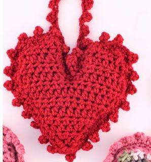 http://translate.googleusercontent.com/translate_c?depth=1&hl=es&rurl=translate.google.es&sl=en&tl=es&u=http://www.bestfreecrochet.com/2015/01/30/free-sweet-heart-sachet-crochet-pattern-from-redheart-com/&usg=ALkJrhg-4gGONYoPAFEj1q_C72p4Lvfm_A