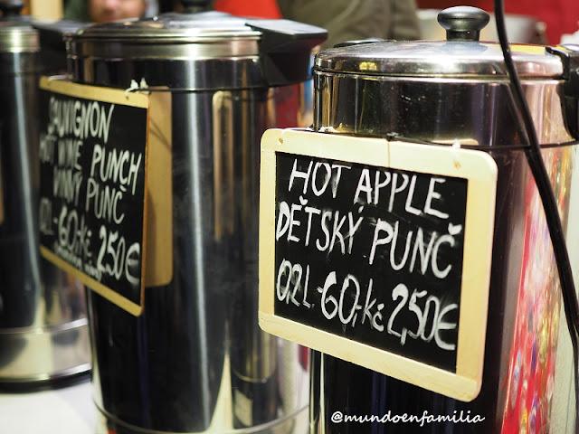 Vino y zumo de manzana caliente en los Mercados navideños