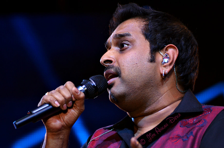 Shankar Mahadevan at Idea Rocks India, Bangalore (photo - Jim Ankan Deka)