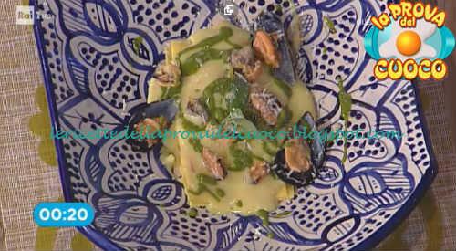 Prova del cuoco - Ingredienti e procedimento della ricetta Lasagnetta aperta con cozze patate e zenzero candito di Natale Giunta