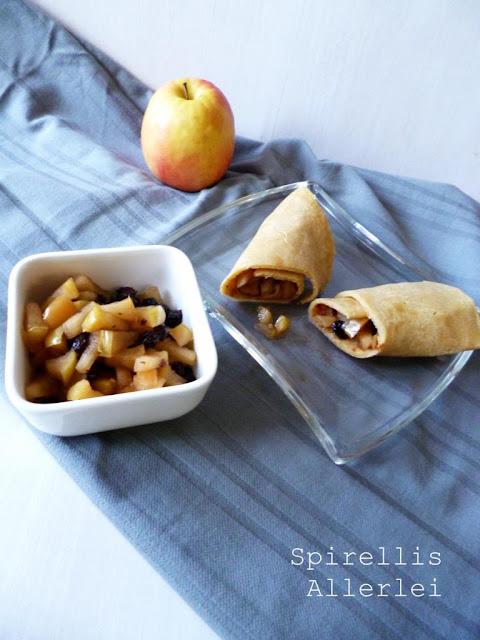 Pfannkuchen oder Plinsen mit fruchtiger Füllung