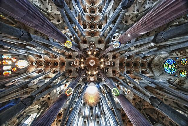 天才か狂人か?サグラダ・ファミリアの建築家ガウディとは?【ar】  自然から裏付けされた根拠
