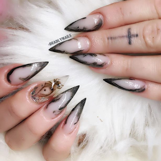 spider nail art by deadlydesigns