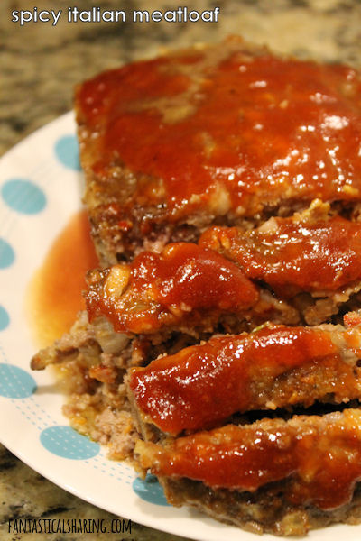 Spicy Italian Meatloaf // Regular old meatloaf should move over! This spicy sausage meatloaf blows it out of the water. #recipe #meatloaf #sausage #beef