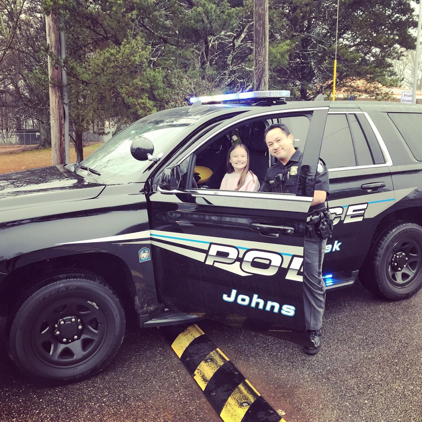 Polisen far kora bil pa gangvagarna