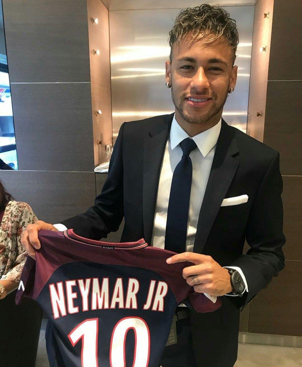 بالصور و الفيديو لحظة تاريخية || مؤتمر تقديم نيمار للوسائل الاعلام Neymar