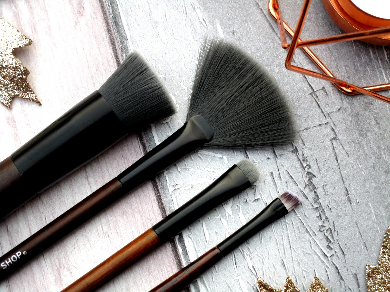 I've been giving four of the new brushes a whirl and my goodness I love them all so much, I had never tried any makeup brushes from the body shop before ...