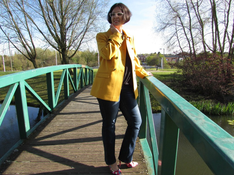 casual look with a yellow jacket