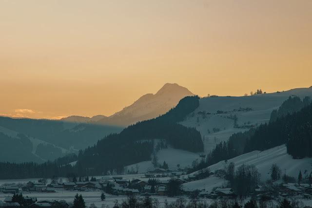 Nachtrodeln und Winterwandern in Saalfelden-Leogang  im Salzburgerland  Winterwanderung zur Einsiedelei  Nachtrodeln am Biberg 15