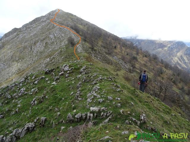 Pico Carriá desde San Ignacio: Del Pico Roble al Carriá