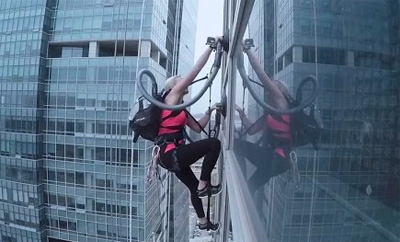 World-Class Extreme Climber Scales Skyscraper Using Two Vacuum Cleaners