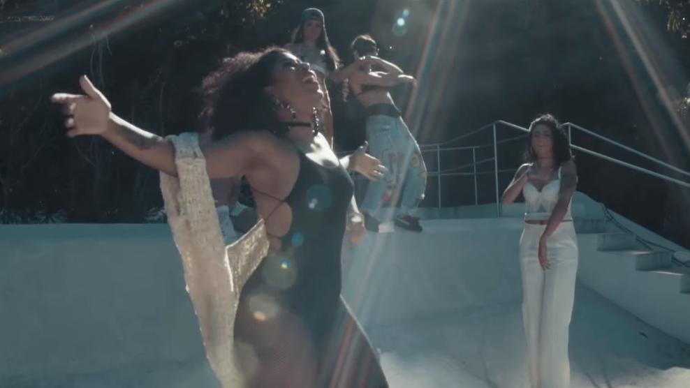 Antes conhecido por sua versão masculina, Poetisas no Topo reuniu alguns dos melhores nomes femininos do novo rap nacional pra mandarem seus versos numa só faixa.