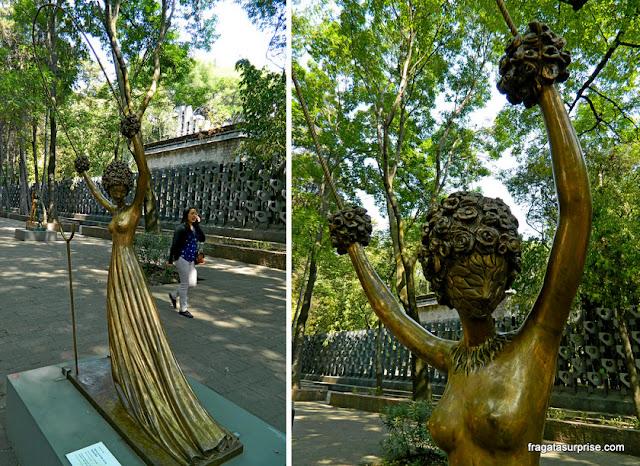 Alice no País das Maravilhas, escultura de Salvador Dali, no Paseo de La Reforma, Cidade do México