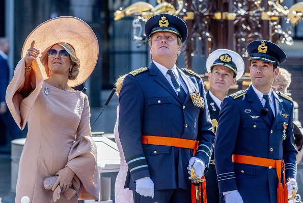 Queen Maxima wore NATAN Crepe effect dress with ruffled sleeves. King Willem-Alexander presents Military William Order