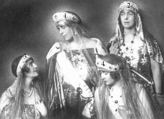 Marie de Roumanie avec une de ses soeurs et deux de ses filles
