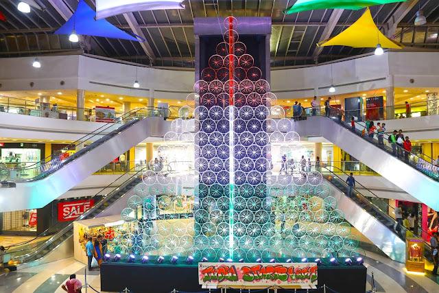 "Massive art installation depicting ""Wheels of Change"" draws large crowds at Inorbit Mall, Vashi"
