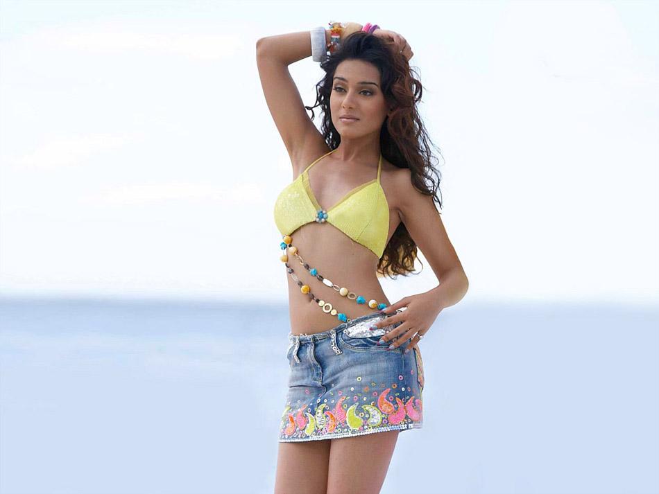 Amritha Rao Sexy Gallary 30