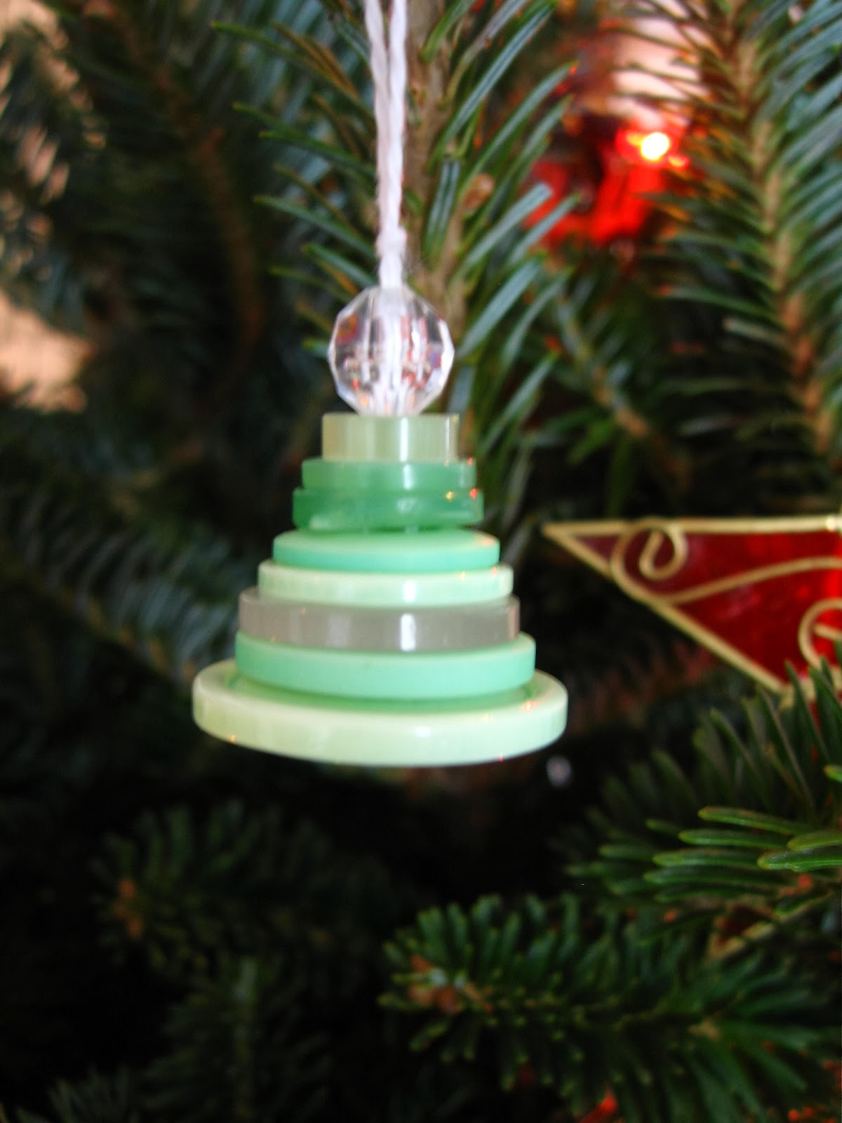 Roots of Simplicity: Stacked Button Christmas Tree Ornaments