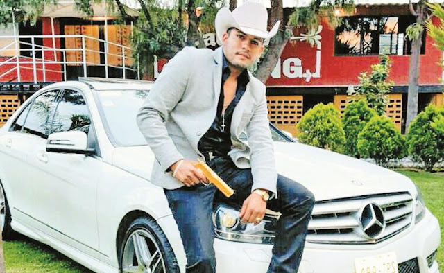 """Video; La última tonada de """"El Príncipe del Corrido"""", Javier Reyes enaltecía al narco en sus corridos y... murió como uno de ellos"""