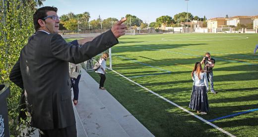 Benaguasil y Bétera mejoran sus campos de fútbol y Riba-Roja estrena autobús con ayuda de la Diputació