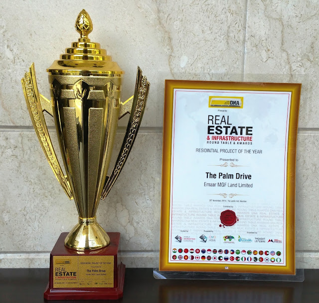 DNA Real Estate Award Trophy and Plaque awarded to Emaar India for Residential Project of the Year-Palm Drive