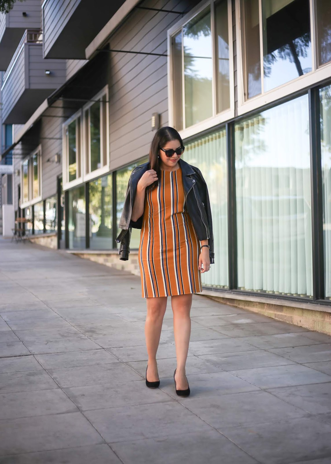 how to wear a yellow striped dress