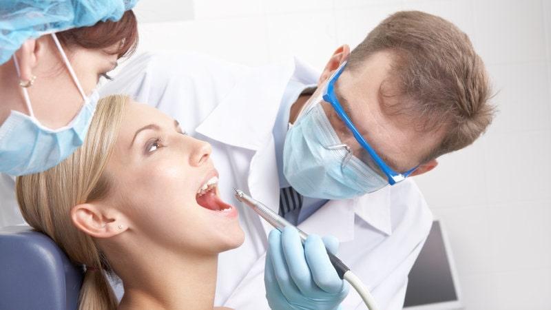 Pantangan Setelah Cabut Gigi yang Harus Anda Hindari