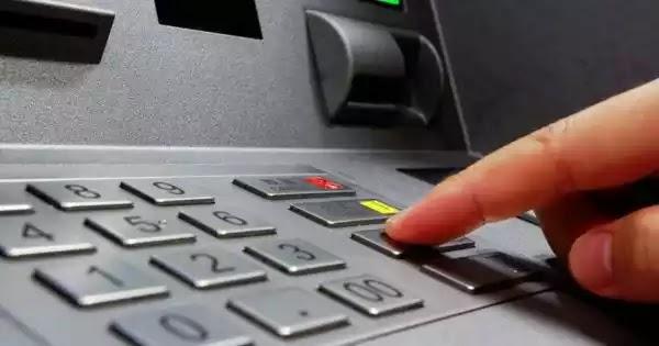 Τράπεζες: «Δεν υπάρχει οποιοσδήποτε περιορισμός στις αναλήψεις μετρητών»