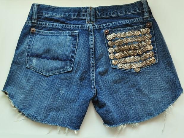 Transforme sua calça jeans em um shorts descolado