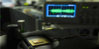 O rádio é feito de escala atômica em diamante