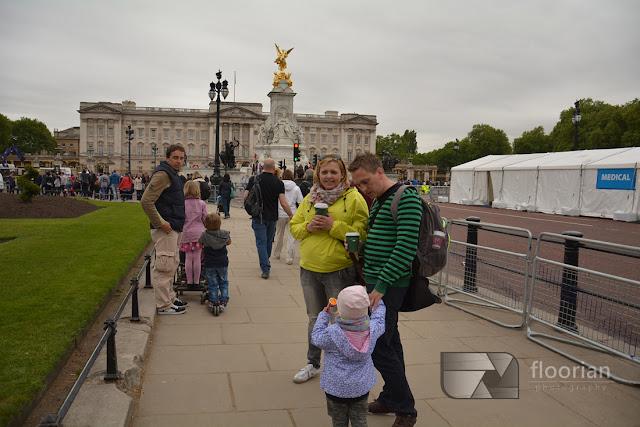 Pałac Buckingham jest znakiem rozpoznawczym stolicy Wielkiej Brytanii. Buckingham jest siedzibą królowej.