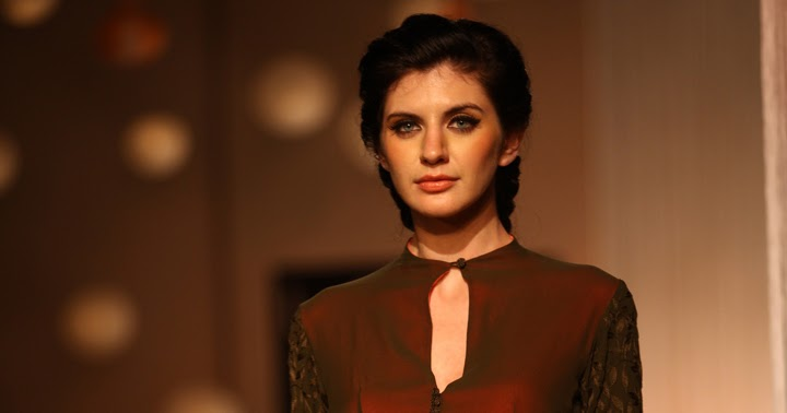 Bollywood Fashion N Beauty: MANISH MALHOTRA LAKMÉ FASHION WEEK WINTER/FESTIVE 2013