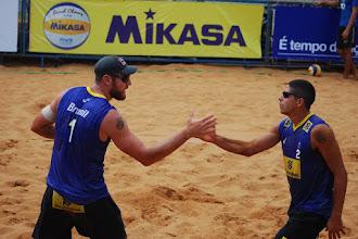 Alison e Alvaro Filho vencem o Country Quota da etapa de Xangai do Circuito Mundial de Vôlei de Praia