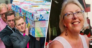 Μαθητές στόλισαν με τις ζωγραφιές τους το φέρετρο της αγαπημένης τους δασκάλας που πέθανε από καρκίνο