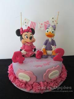 Bolo de aniversários com a Minnie e a Margarida