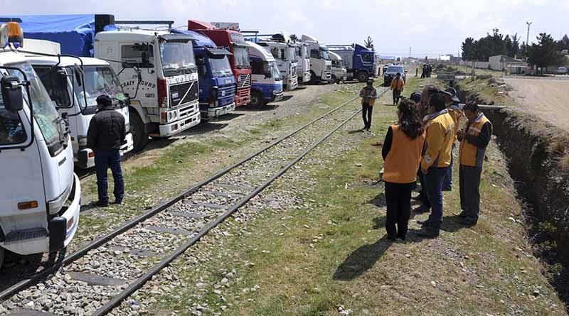 """Camiones del """"Sindicato de Transporte Pesado 16 de Noviembre"""""""