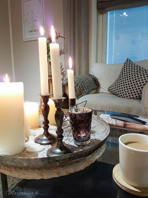 olohuone livingroom syksy pehmoiset värit sävyt syksy kynttilä ektorp ikea vittsjö tinek home