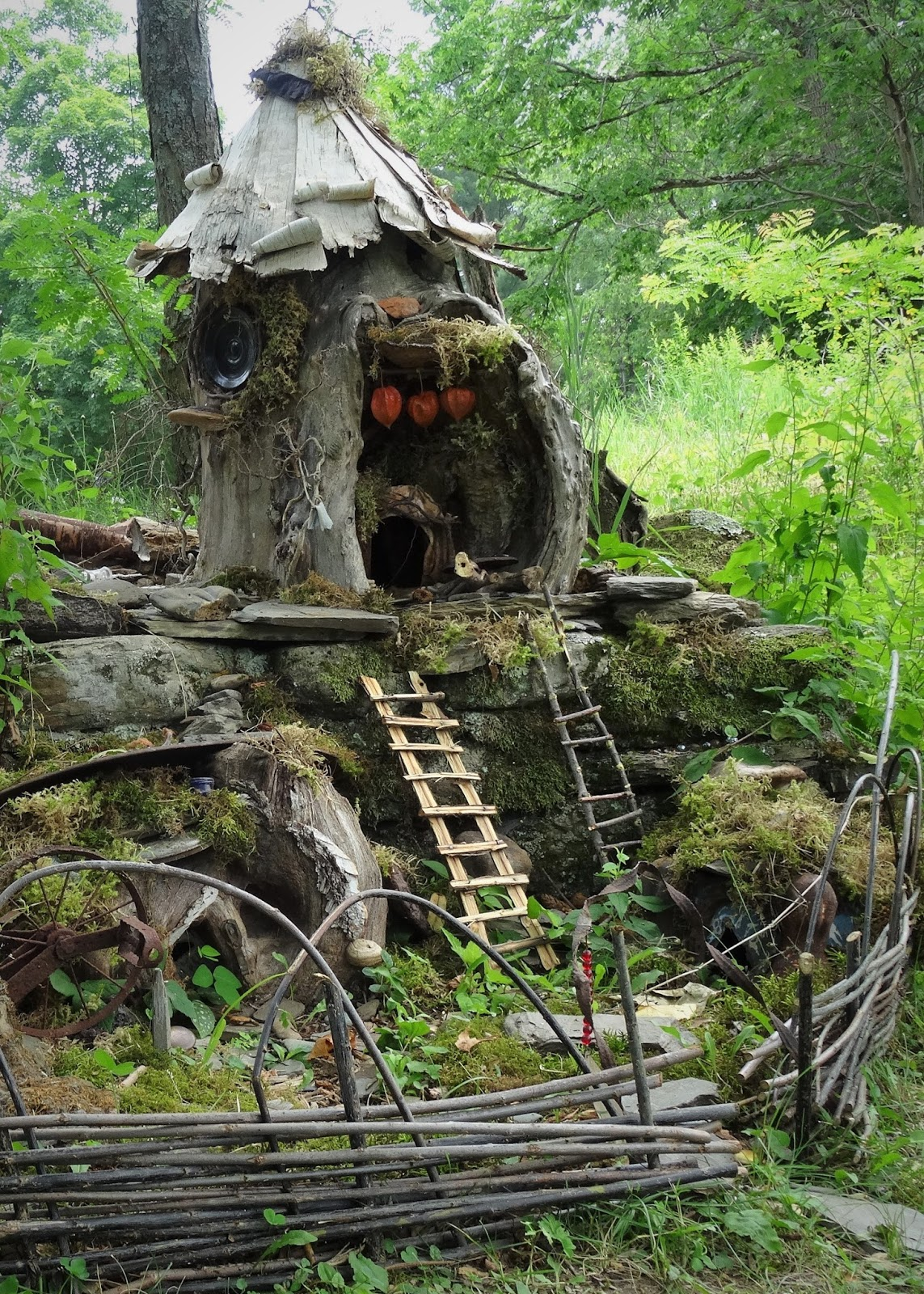 there 39 s a dragon in my art room fairy houses and gnome homes. Black Bedroom Furniture Sets. Home Design Ideas