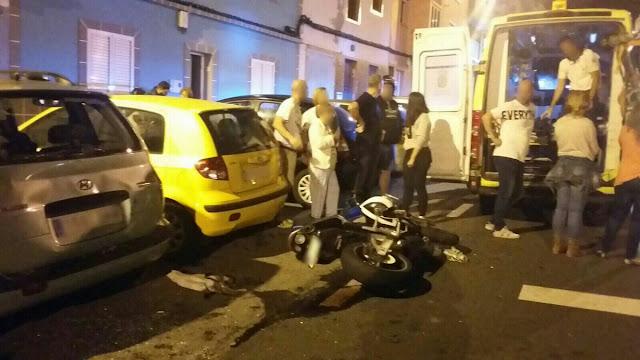 Tres heridos en el accidente entre una moto y un coche en el barrio Pedro Hidalgo