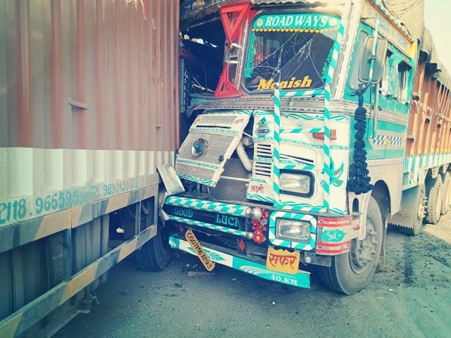 ब्रेकिंग पत्रवार्ता:-NH 43 में 2 ट्रकों की जबरदस्त भिड़ंत,चालक घायल,पत्थलगांव अस्पताल में किया गया भर्ती।