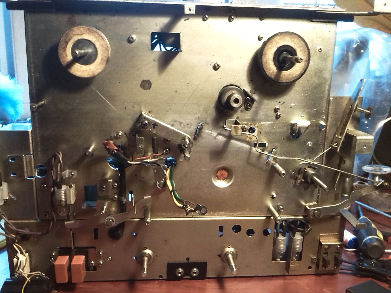 hight resolution of disassembled tc 500 reel to reel tape recorder
