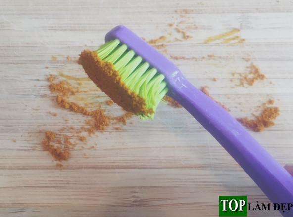Cách làm trắng răng bằng củ nghệ có thực sự đúng không?