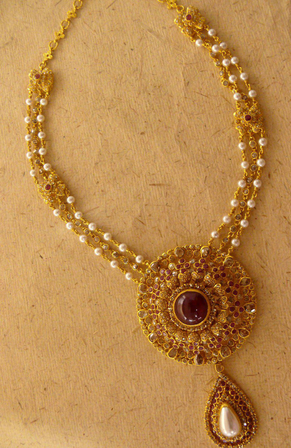 Uncut diamond necklace jewellery designs for Simple gold ornaments